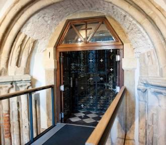 Do kościoła norbertanek - kładką przez odkopany romański portal [ZDJĘCIA]