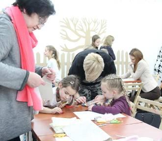 Warsztaty rodzinne w Galerii Sztuki Współczesnej we Włocławku  [zdjęcia]