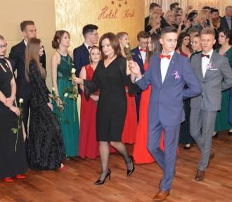 Maturzyści ZSP 8 zatańczyli poloneza w Hotelu Kruk (FOTO+FILM)