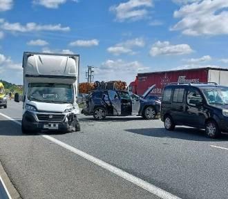 Wypadek 5 aut na łączniku autostradowej obwodnicy Wrocławia. Utrudnienia w ruchu