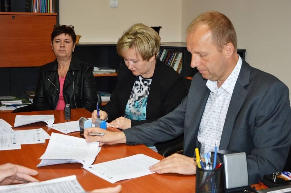 Umowy z wykonawcami podpisano w czerwcu br