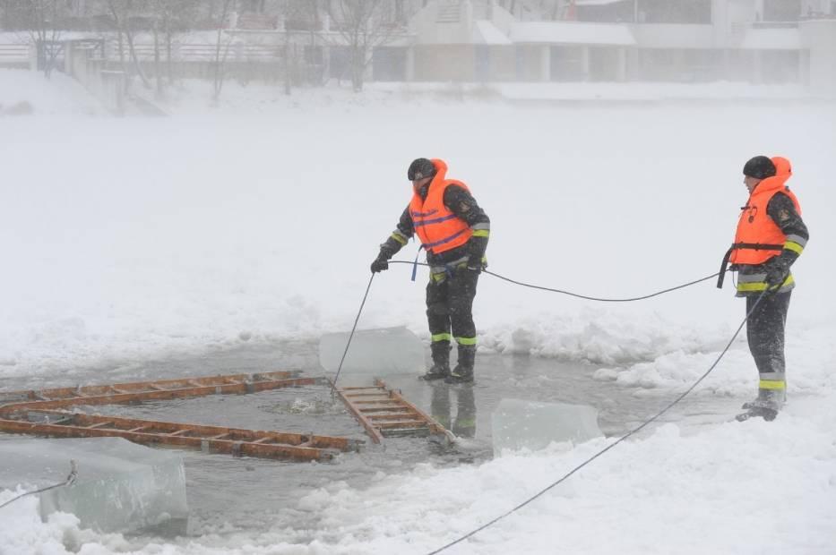 Lód na jeziorach: Wielkopolskie służby apelują o rozwagę