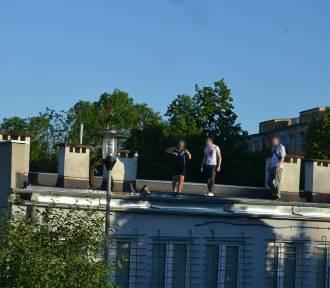 Niebezpieczne zabawy w Koszalinie. Do upadku z dachu jeden krok