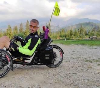 Niepełnosprawny rowerzysta z Jankowic k. Rybnika pokonuje góry na trójkołowcu. Zobacz
