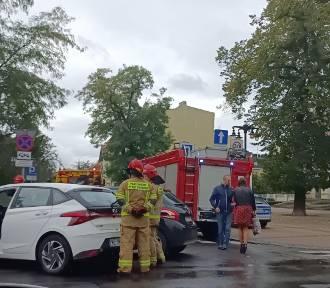 Kolizja przy teatrze w Bydgoszczy. Zderzyły się dwa auta [zobacz zdjęcia]
