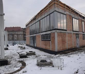 Centrum przesiadkowe Sądowa w budowie. Zobaczcie budynek dworca ZDJĘCIA