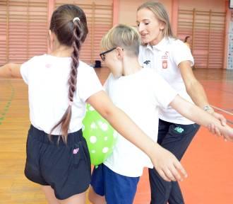 Bełchatów: Ola Gaworska nauczycielką w-f w Szkole Podstawowej nr 12 [ZDJĘCIA, FILM]