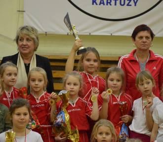 Najmłodsze zawodniczki z gminy zmierzyły się w XI Gwiazdkowym Turnieju o Puchar Burmistrza - ZDJĘCIA