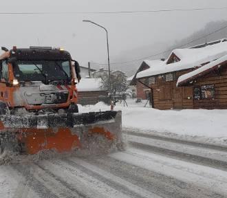 Atak zimy w Beskidach. Szczyrk pod śniegiem. Trudne warunki na drogach