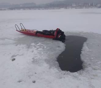 Akcja ratownicza na lodzie. Zobacz działania strażaków