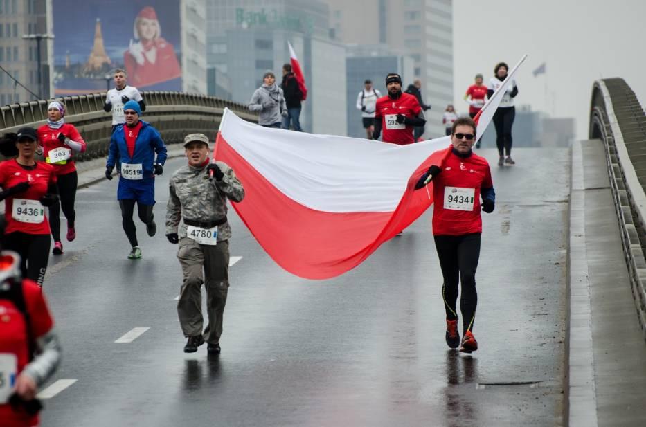 Biegacze uczcili Święto Niepodległości przemierząc ulice Warszawy