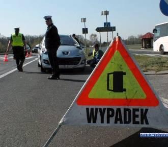 Koło Bądzowa auto potrąciło kobietę. Z obrażeniami trafiła do szpitala