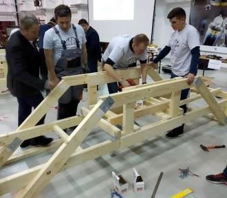 Budują i burzą. Głosuj na białostocką drużynę w Konkursie Mostów Drewnianych