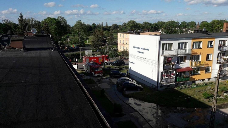 Przed siedzibę chełmińskiej KP PSP zajechał kierowca audi, którego auto stało w płomieniach