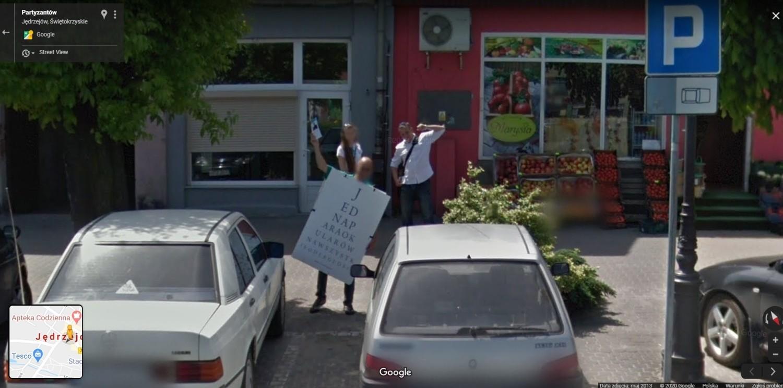 Mamy Cię! Upolowani przez pojazd z logo Google na ulicach Jędrzejowa. Może to ty jesteś na którymś zdjęciu? (ZOBACZ)