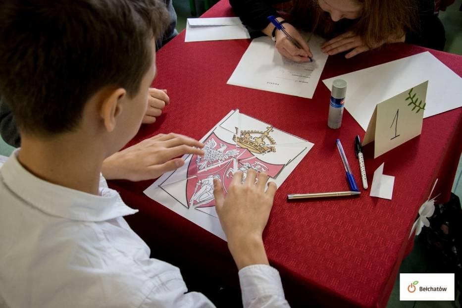 Uczniowie z Dobrzelowa najlepsi w konkursie historycznym [ZDJĘCIA]