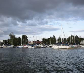 Co pływa po Jeziorze Charzykowskim? Łódki, jachty, statki, rowery wodne. Zdjęcia