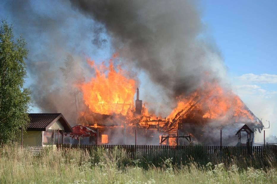 Pożar karczmy Siwy Dym w Łysomicach. Trwa akcja gaśnicza [ZDJĘCIA]