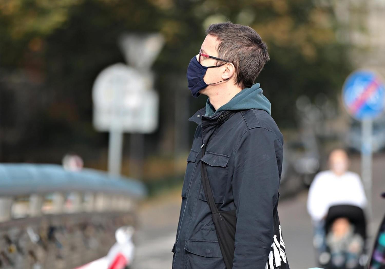 Od soboty 10 października w całym kraju obowiązuje zakrywanie ust i nosa w przestrzeni publicznej