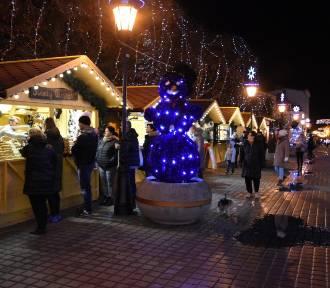 Jarmark Bożonarodzeniowy i lodowisko na placu Wejhera w Wejherowie otwarte! [ZDJĘCIA]