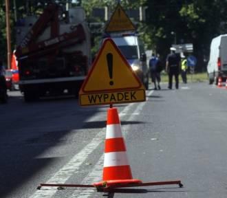 Zakopianka. Samochód ciężarowy stracił przyczepę. Drewno blokowało drogę