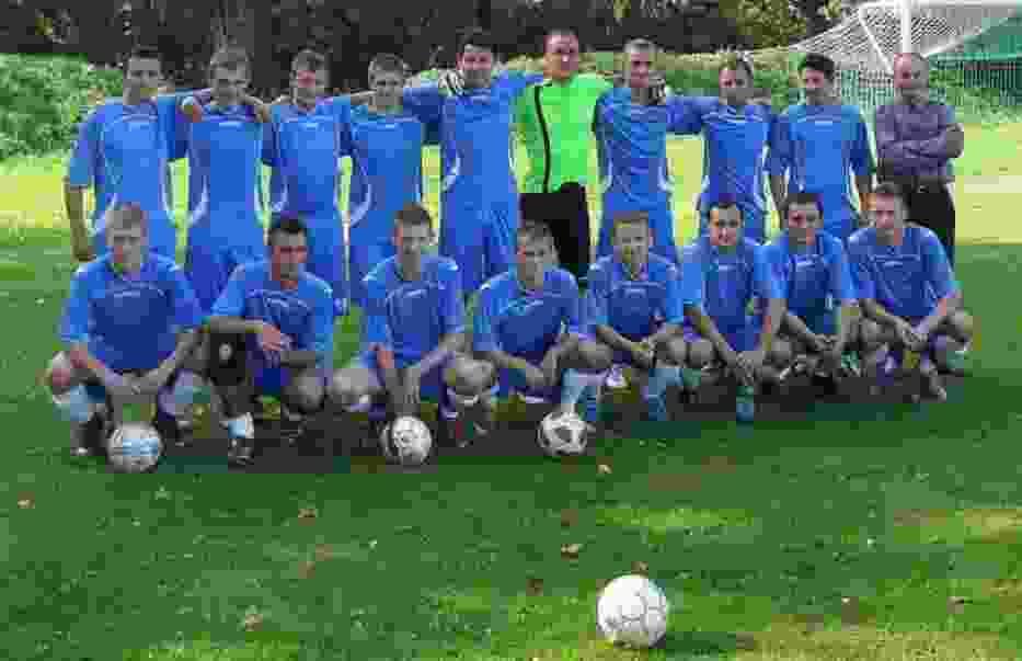 W Urzędzie Gminy w Radominie miało miejsce spotkanie w sprawie tego gdzie w rozpoczętym niedawno nowym sezonie czwartej ligi mecze u siebie będą rozgrywali piłkarze Sokoła Radomin