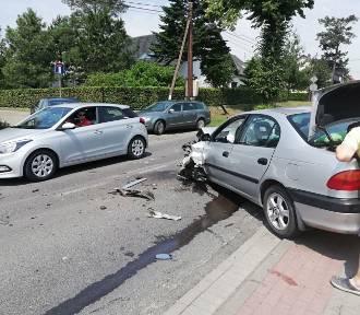 Zderzenie trzech aut pod Opolem. Jedna osoba ranna