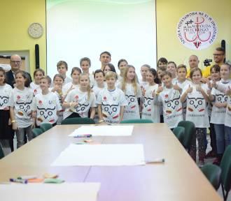 Uczniowie z Grudziądza i gminy bili rekord Guinnessa [zdjęcia, wideo]