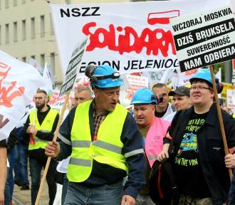 Związkowcy protestowali w Luksemburgu przeciwko wyrokowi TSUE ws. kopalni Turów