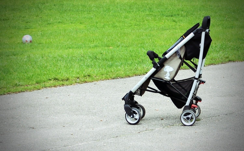 Dodatkowy zasiłek opiekuńczy to świadczenie przyznawane okresowo ubezpieczonym rodzicom lub opiekunom dzieci, które wymagają opieki