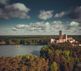 Zamek w Stobnicy z lotu ptaka zachwyca widokami