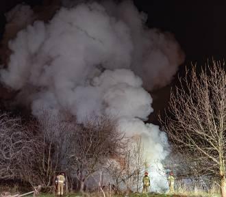 Pożar pustostanu przy ul. Wiesława Wody w Tarnowie