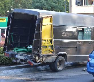 Autobus staranował busa na rondzie Dmowskiego [ZDJĘCIA]