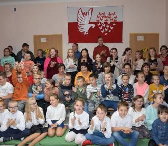 Pasowanie na uczniów w Szkole Podstawowej w Kraśnicy (FOTO)