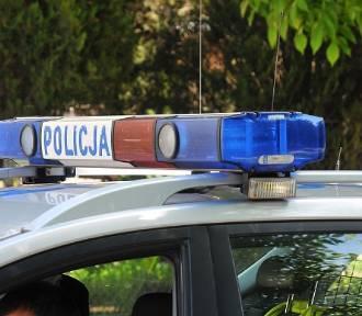 Wypadek pod Łęczycą. Mieszkanka powiatu kutnowskiego wjechała autem do rowu