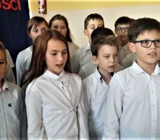 Szkoła do hymnu. Święto Odzyskania Niepodległości w SP w Piątku [FOTO]
