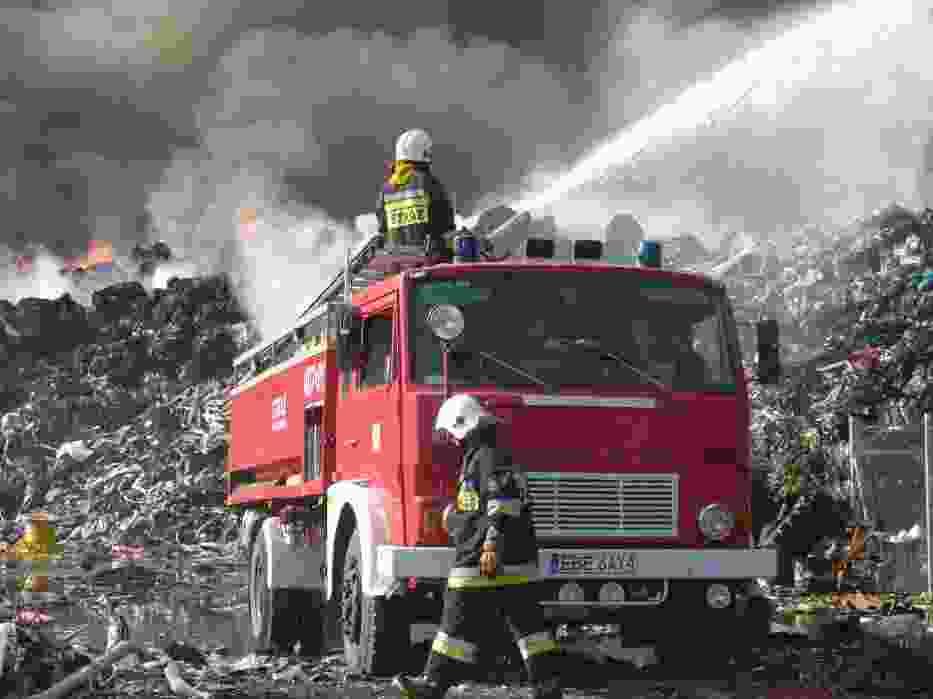 Pożar składowiska odpadów w Zelowie