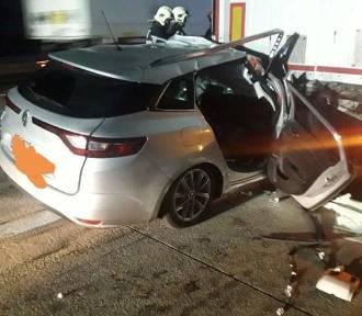 Fatalny wypadek na autostradzie A2. Auto wbiło się w naczepę [ZDJĘCIA]