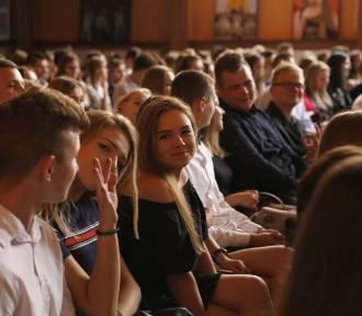 """Zakończenie roku szkolnego w """"Tischnerze"""" w Żorach. Młodzież już cieszy się z wakacji! ZDJĘCIA"""