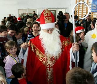 Tak w 2010 r. Mikołaj odwiedził małopolskie dzieci w Stróżach. ZNAJDŹ SIĘ NA ZDJĘCICH
