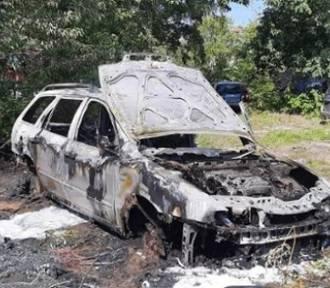 Pożar samochodu osobowego przy ulicy Kresowej w Gubinie. Interweniowały dwa zastępy