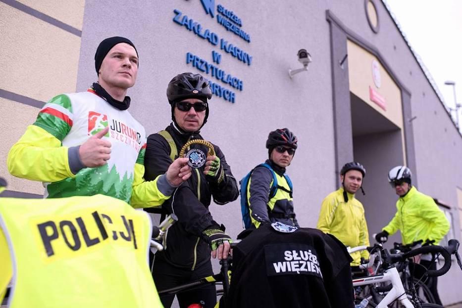 """Po raz pierwszy sztafeta """"Mundur na rowerze"""" ruszyła w Polskę rok temu"""