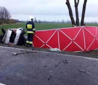 Tragiczny wypadek na 35. Nie żyje kierowca VW Golfa (ZDJĘCIA)