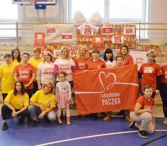 Wolontariusze Szlachetnej Paczki przekazują dary 53. rodzinom z powiatu łowickiego [ZDJĘCIA]