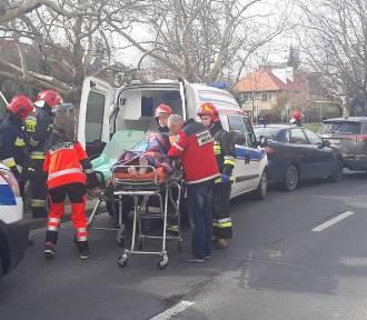 Karetka rozbiła pięć aut we Wrocławiu [ZDJĘCIA]