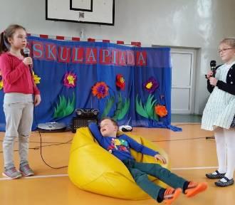 """Eskulapiada w nowostawskiej """"dwójce"""". Uczniowie o zdrowiu i aktywnym stylu życia"""