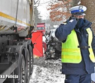 Tragiczny wypadek na drodze krajowej nr 22. Zginęły dwie osoby