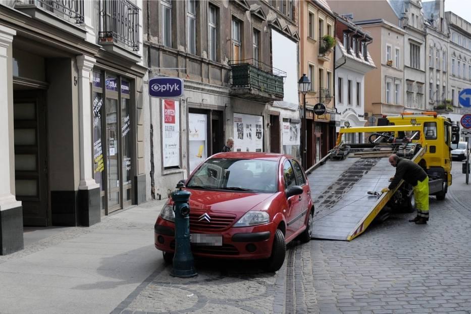 W ubiegłym roku z ulic Bydgoszczy usuniętych zostało 946 pojazdów