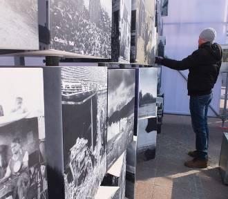 """""""Wrastanie"""". Multimedialna ekspozycja na Rynku o tym, co wydarzyło się w 1945 roku na terenach"""