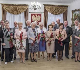Siedem par otrzymało medale za długoletnie pożycie małżeńskie [ZDJĘCIA]